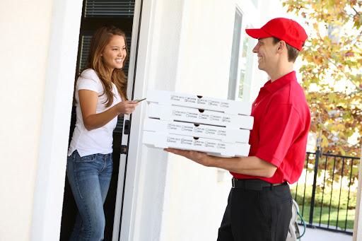 giao bánh pizza